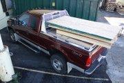 Samochód z materiałami budowlanymi